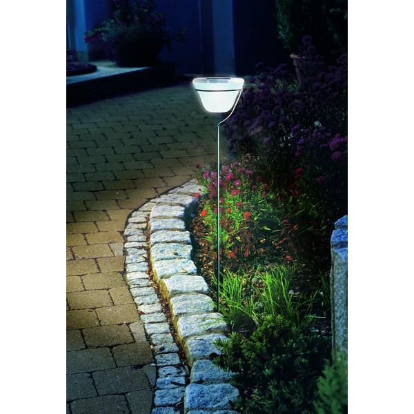 lampe solaire de jardin